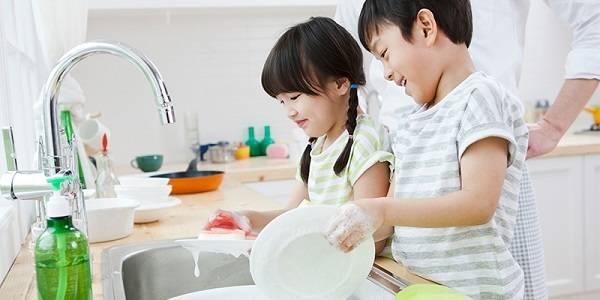 Làm sao khi trẻ con hỗn với giúp việc